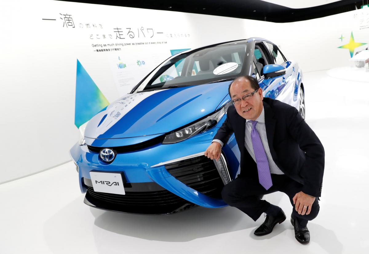 Toyota plans to expand production, shrink cost of hydrogen fuel cell